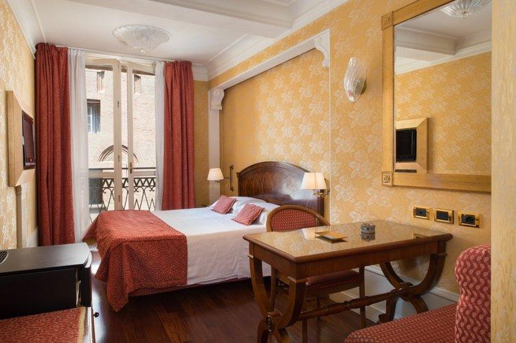 Camera deluxe Art Hotel Orologio Bologna, Italia