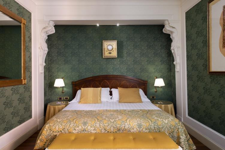 Camera doppia  art hotel orologio bologna