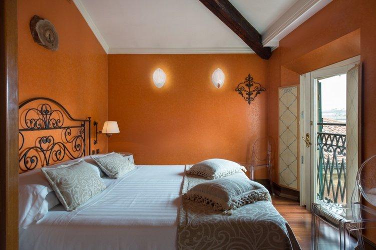 Suite Art Hotel Orologio Bologna, Italia