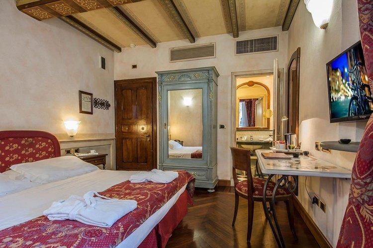 Camera deluxe  art hotel commercianti bologna