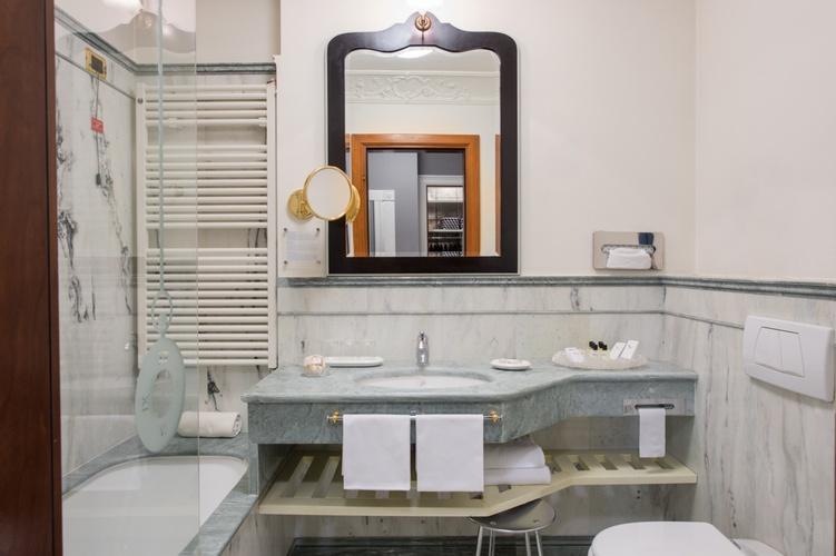 Bagno  art hotel orologio bologna